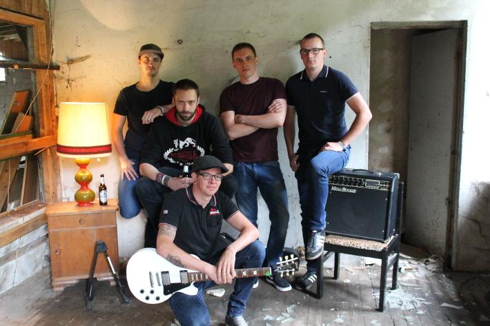 Die Koerper (v. l. n. r.: Erik, Sascha, Ecky, Florian, Jonas)