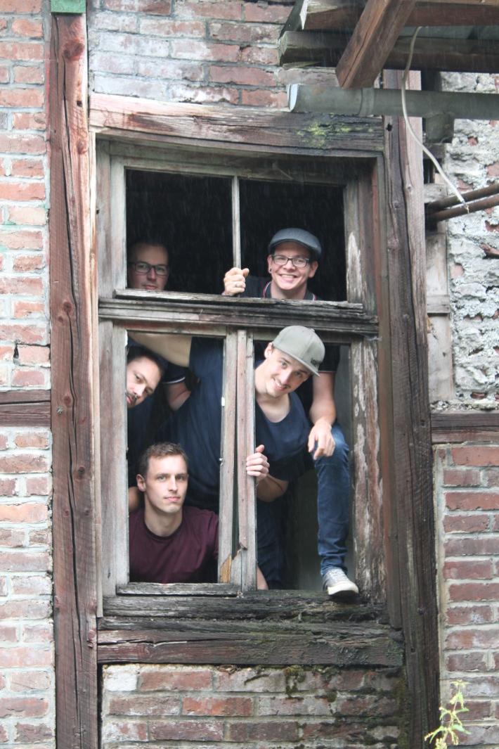 Die Koerper (v. l. n. r.: Sascha, Jonas, Florian, Erik, Ecky)