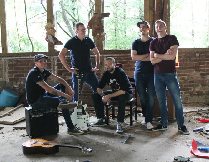 Die Koerper (v. l. n. r.: Ecky, Jonas, Sascha, Erik, Florian)